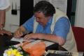 Nae Georgescu acordând autografe
