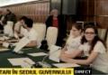 """DESPRE INTELIGENTA PROTESTELOR. De Ziua Natională, protestatarii împotriva Proiectului Rosia Montană au ocupat scaunele ministrilor si au tinut o """"sedintă de Guvern"""""""